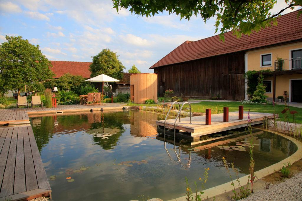FREIRAUM Designgarten mit Schwimmteich