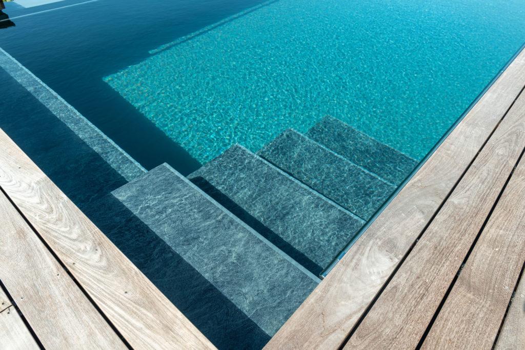 FREIRAUM Einstieg Treppe Living Pool