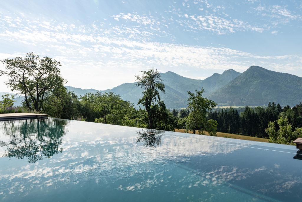 FREIRAUM Living Pool mit Bergblick