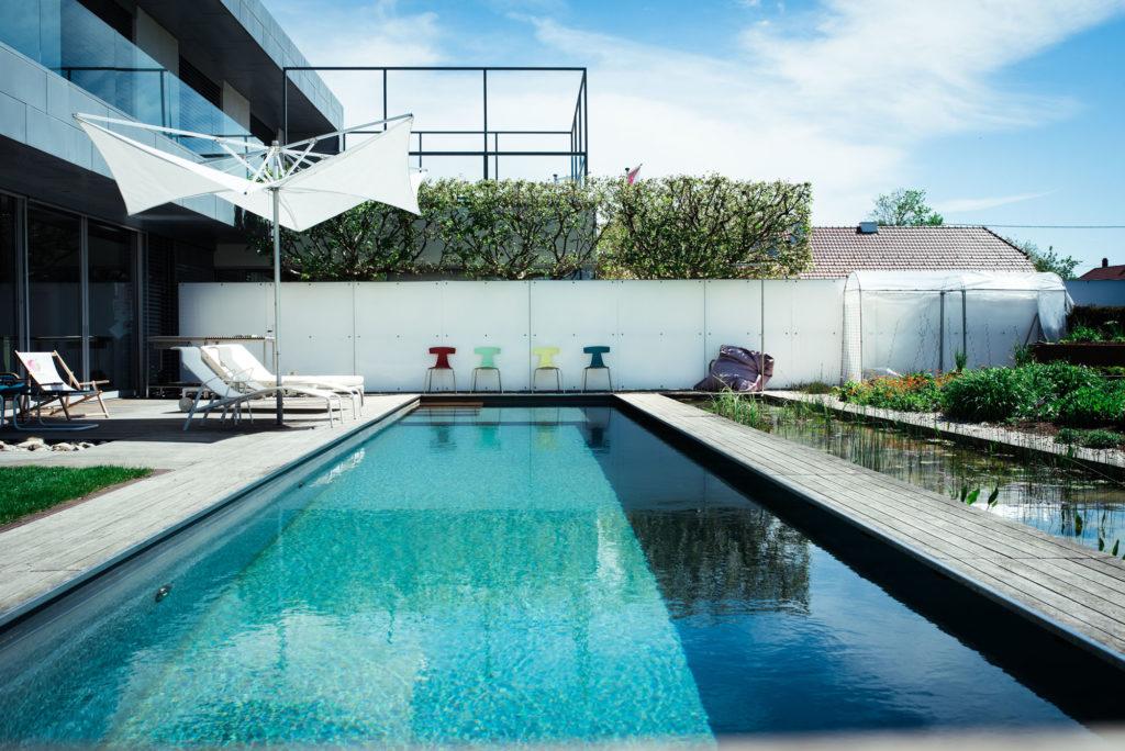 Moderne Gartengestaltung mit Pool aus Oberösterreich - FREIRAUM