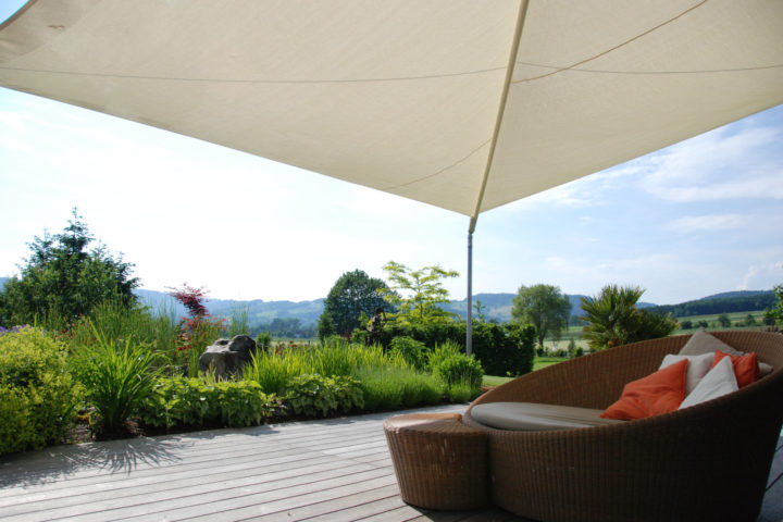 FREIRAUM Lounge mit Sonnensegel