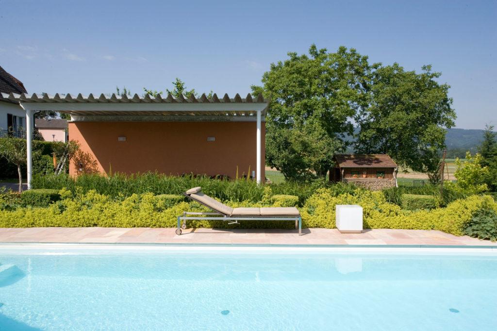FREIRAUM Pool mit Liegestuhl