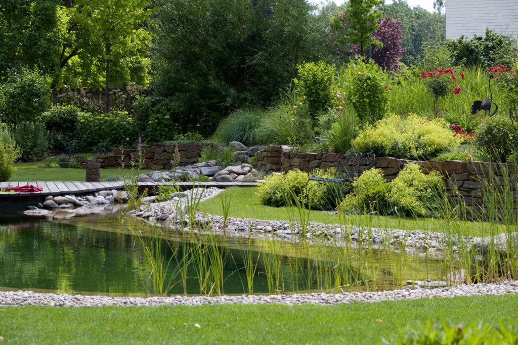 FREIRAUM Garten mit Schwimmteich