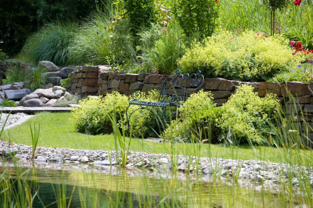 FREIRAUM Gartenbank am Teich