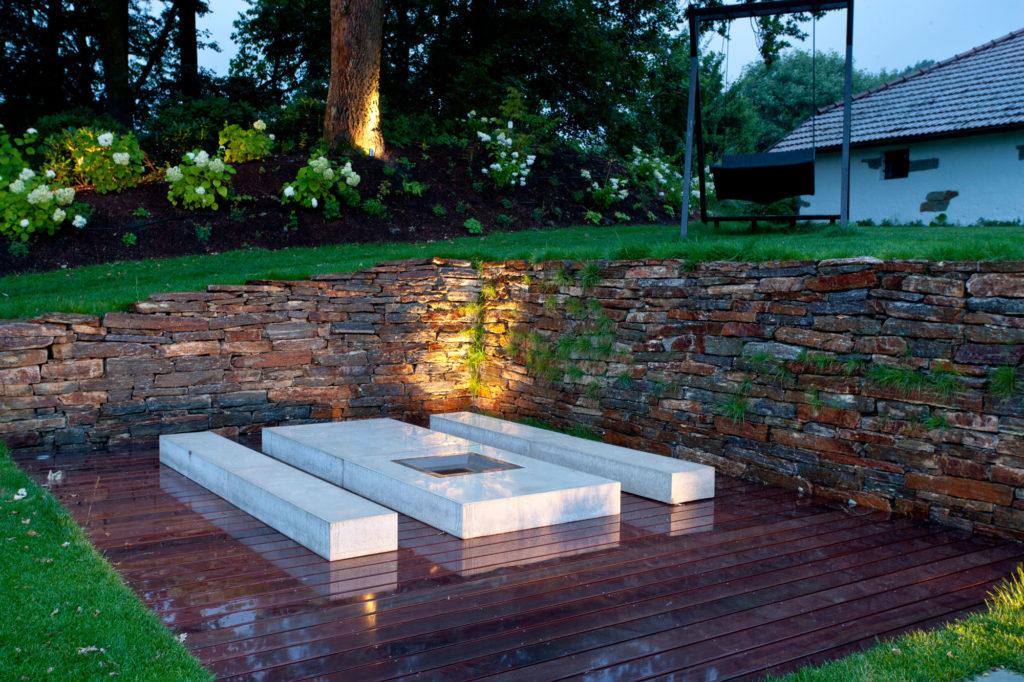 FREIRAUM Garten mit Feuerstelle aus Beton