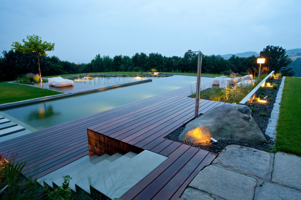 FREIRAUM Pool Holzdeck Outdoordusche