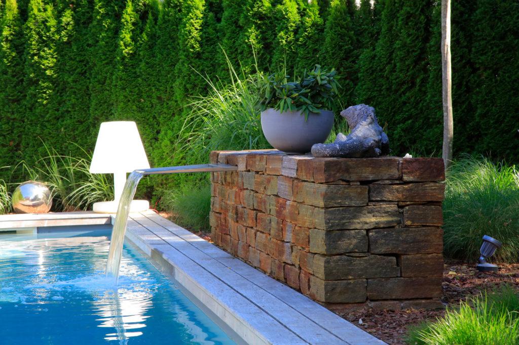 FREIRAUM Pool mit Wasserspeier