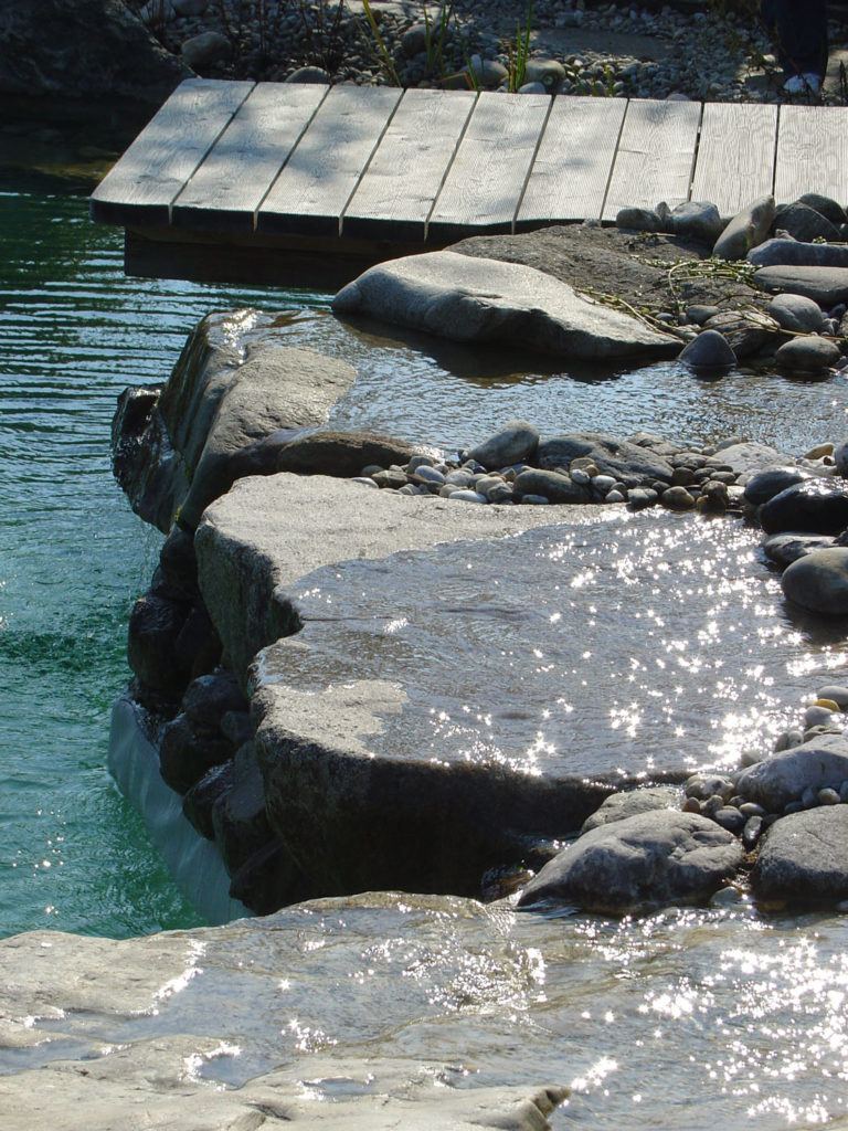 FREIRAUM Pool mit Steinumrandung
