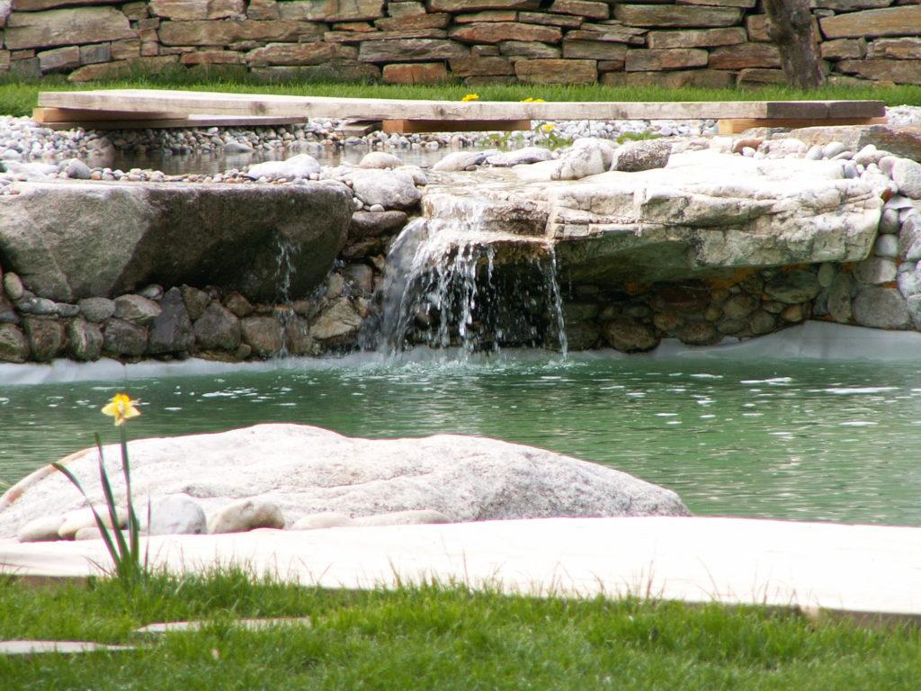 FREIRAUM Schwimmteich Wasserfall