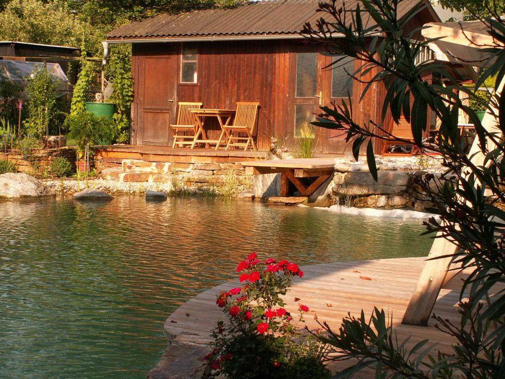 FREIRAUM Swimming Pond mit Holzdeck Laerche