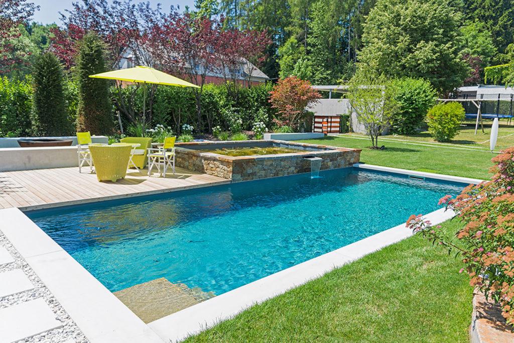 FREIRAUM Living Pool mit Seerosenbecken
