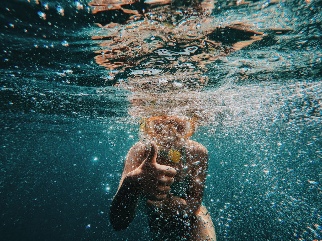 FREIRAUM Kind im Pool